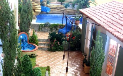 La réception et la piscine du camping, de Framboise