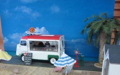 La place à l'entrée de la plage, de Framboise et Micki